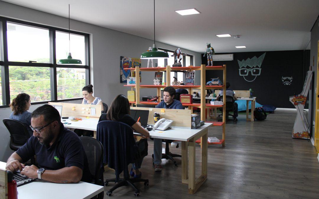Na contramão da crise, escola de tecnologia e inovação expande para todo Brasil