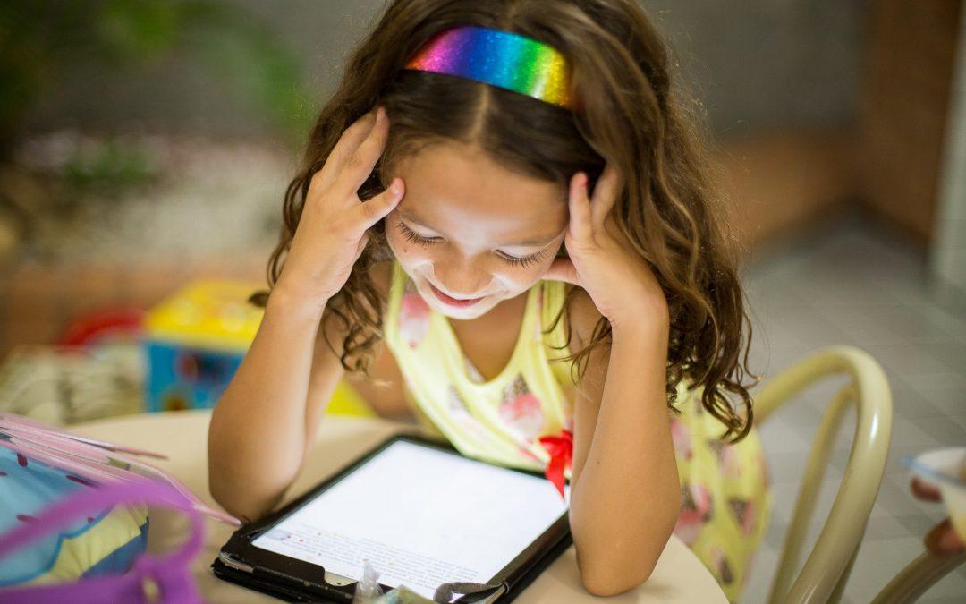Filhos na internet o tempo todo? Veja como solucionar o problema